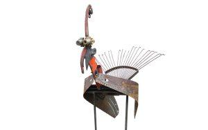 metalen vogel van oud gereedschap