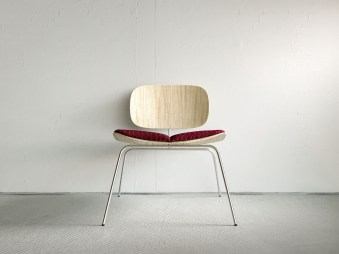 chairpillowscene_wood