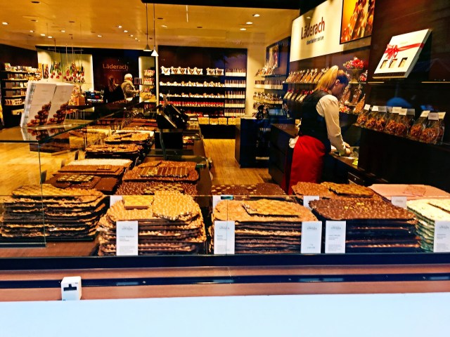 The dos and donts of zrich switzerland fransphotos chocolate shop in zrich solutioingenieria Choice Image