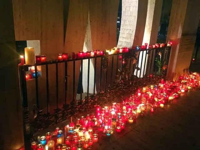 Candles and tributes to Daphne Caruana Galizia
