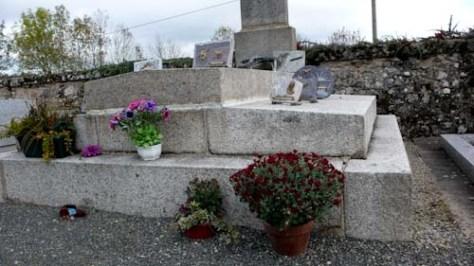 Op de begraafplaats