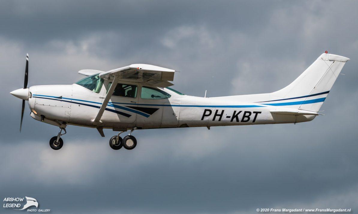 PH-KBT Cessna TR182 Turbo Skylane Airshow Legend