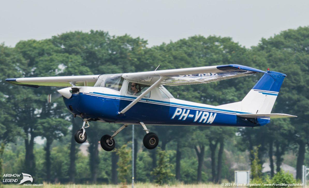 PH-VRW Cessna F150K Airshow Legend