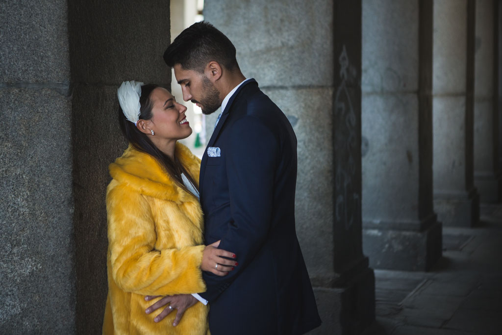 Postboda en Madrid buscando un beso
