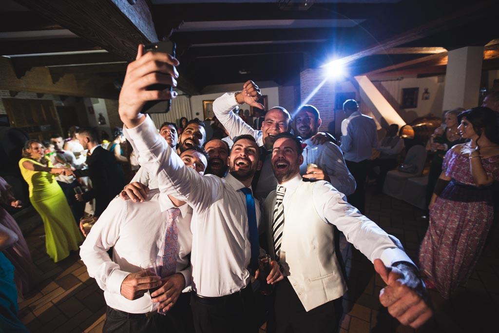 Boda Alcazar y La Bodega, selfie con amigos