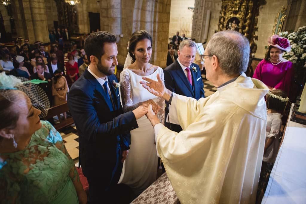 Boda en San Nicolas y El Capricho, consejo del parroco