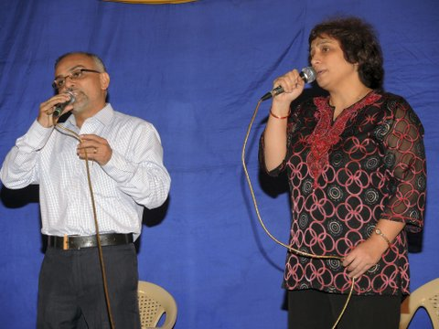 Kersi sings a duet with Mrs. Nazneen Govadia