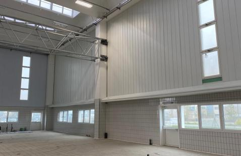 Rivestimento pareti di uno stabilimento industriale