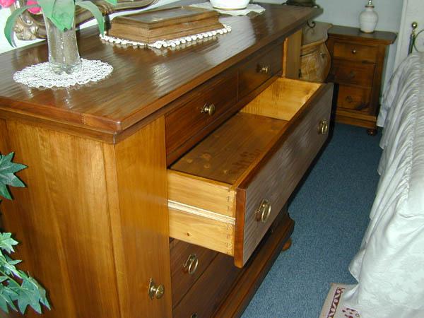 Fratelli Ferretti  mobilificio artigianale produce mobili in legno massello