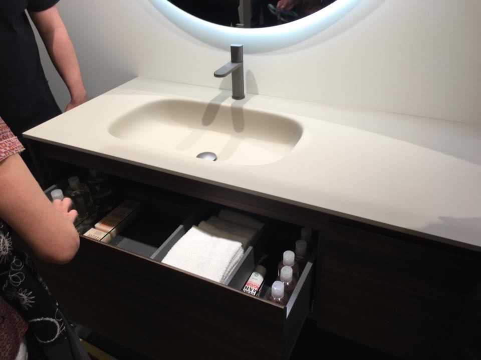 Arredamento in Corian per il bagno  showroom arredobagno