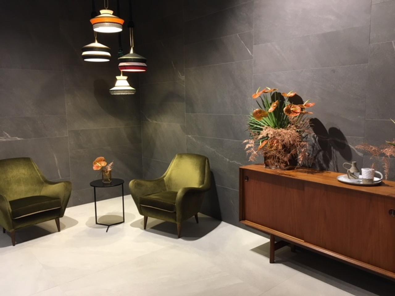 Rivestire le pareti del soggiorno con le piastrelle in ceramica  Fratelli Pellizzari
