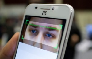 La-tecnologia-Eyeprint-ID-integrata-in-ZTE-Grand-S3_90161_1