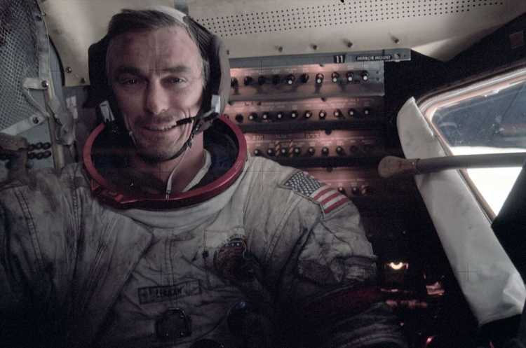Speedy Tuesday – RIP Eugene Cernan – We look back at 'his' Apollo 17 watch from 2012