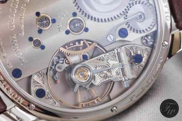 Beautiful engraving on the balance cock (Atum with power reserve)