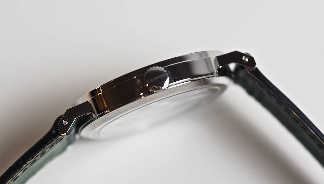 The angular case and lugs of the Nomos Neomatik Tangente