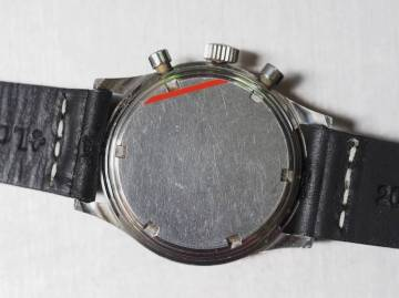 The screw down case back of the Gallet Multichron 12