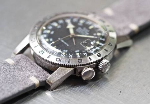 The massive lugs of the Glycine Airman and those great crowns
