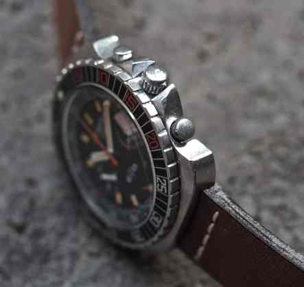 The Roamer Stingray Chrono Diver sports some severe crown guards