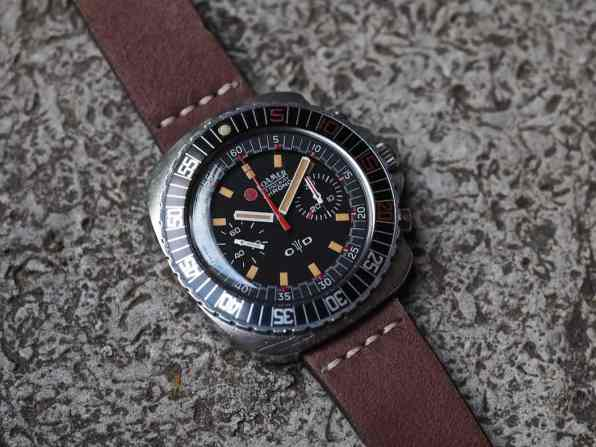 Details abound on the Roamer Stingray Chrono Diver
