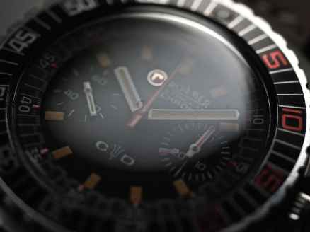 "See the signed crystal with ""r"" logo on the Roamer Stingray Chrono Diver"