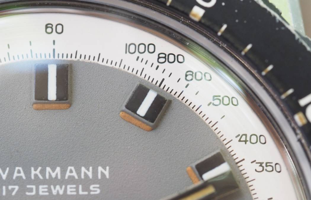 On the Wakmann Big Boy, simple, tri-striped applied indices are bordered on one side with now-orange tritium