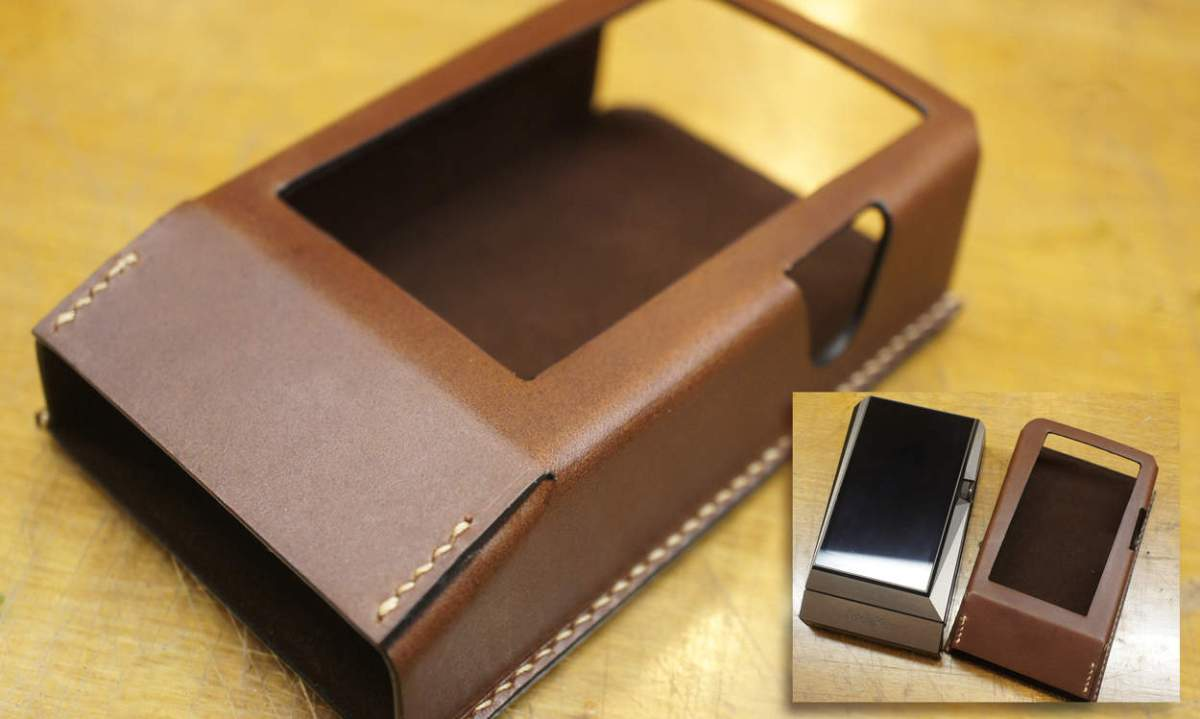 - Hand made leather case by Aesopica -