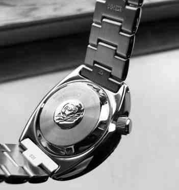 The case back and steel bracelet
