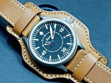 Sinn at Baselworld 2016: 856 B-Uhr on the cuff