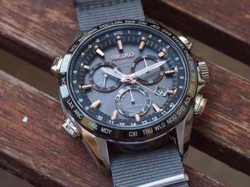 Seiko Astron floating sub registers