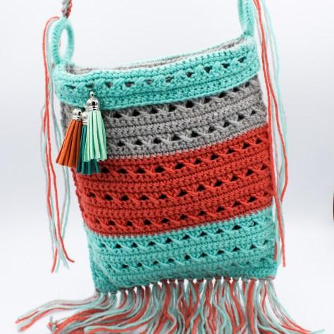 Boho Häkeltasche mit drei Farben