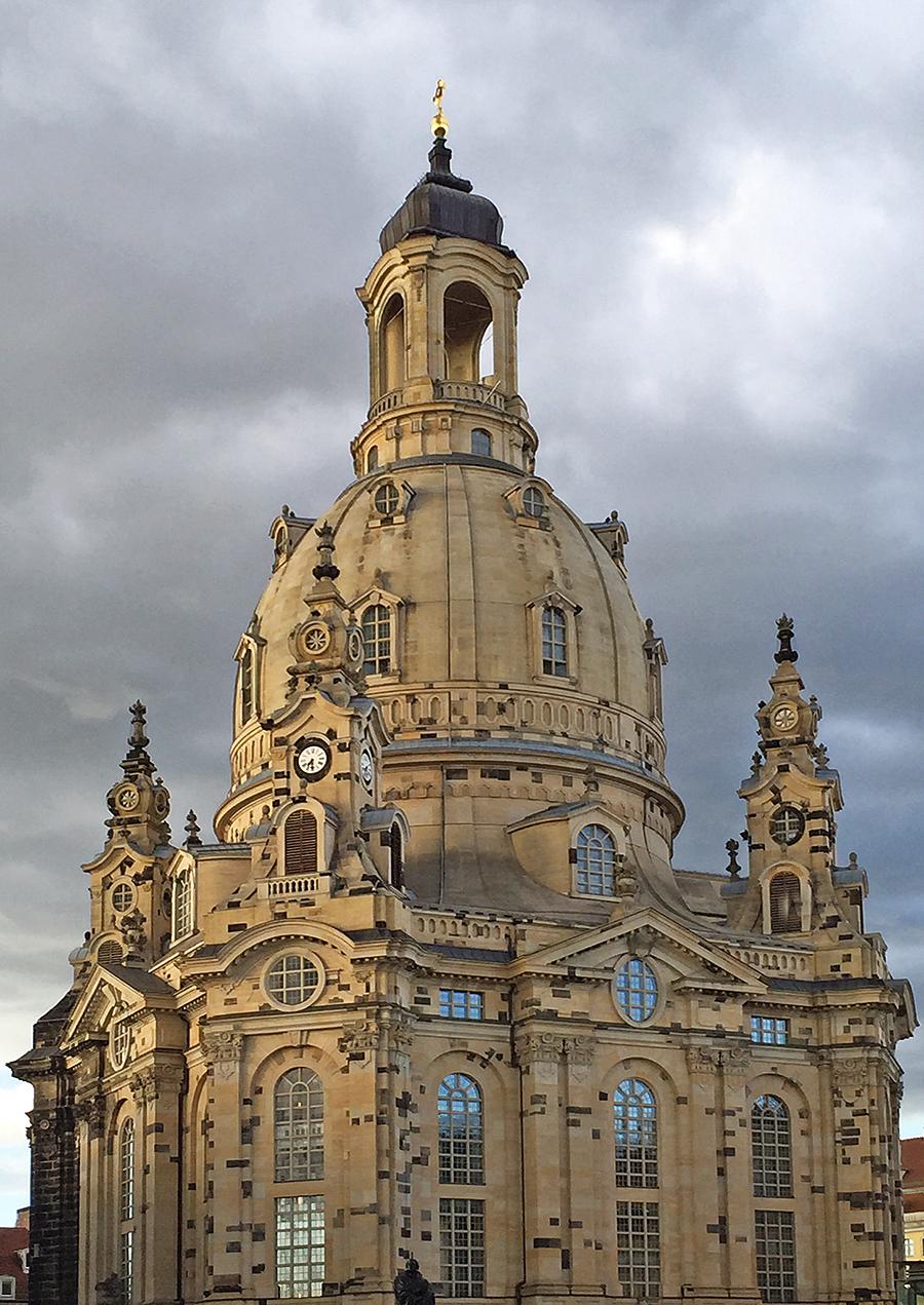 Die Dresdner Frauenkirche oder Frauenkirche zu Dresden