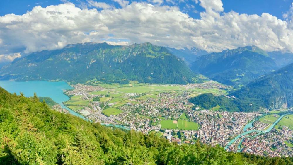 Blick auf Interlaken und den Brienzer See