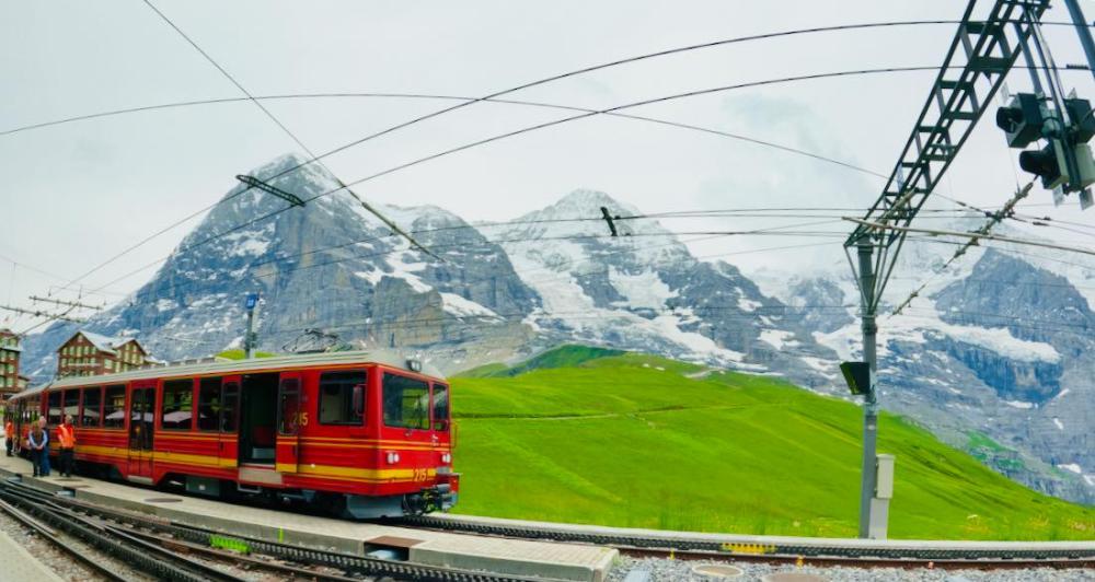 Die Zahnradbahn Richtung Tal