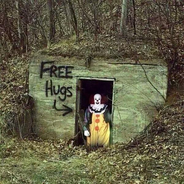 free hugs clown