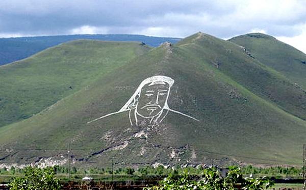 geoglyph-man-on-mountain