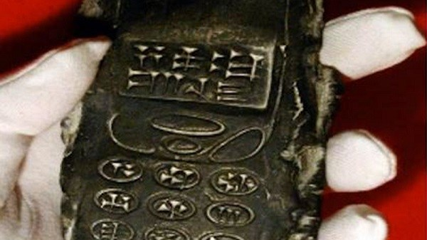 800-year-old-cell-mobile-phone