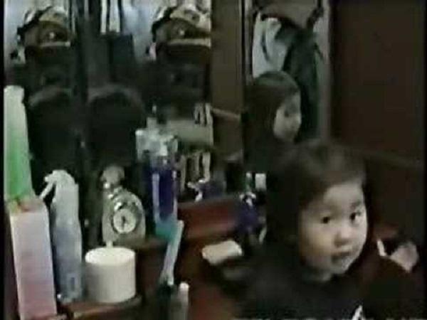 Étrange miroir reflet fille japonaise