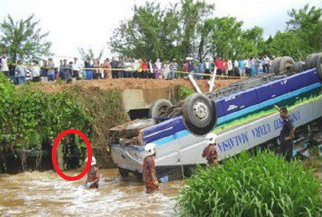 Ghostly demon at Malaysian bus accident under bridge