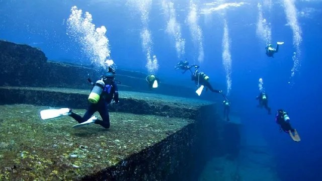 Underwater pyramids found dive team