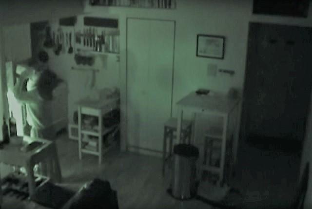Woman secretly lives inside a vent