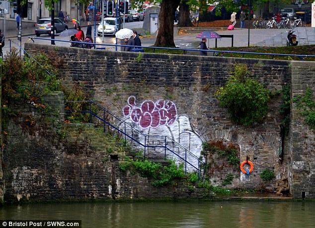 Rope man mummy Bristol Bridge
