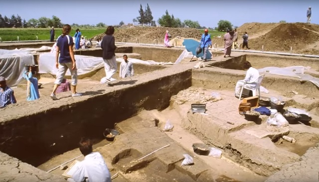 Dig site of giant hands found Egypt