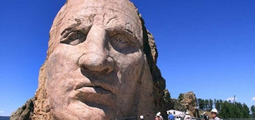 South Dakota's Crazy Horse Monument invaded by UFO