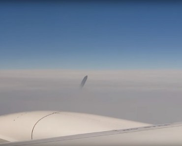 Australian man records UFO onboard airplane
