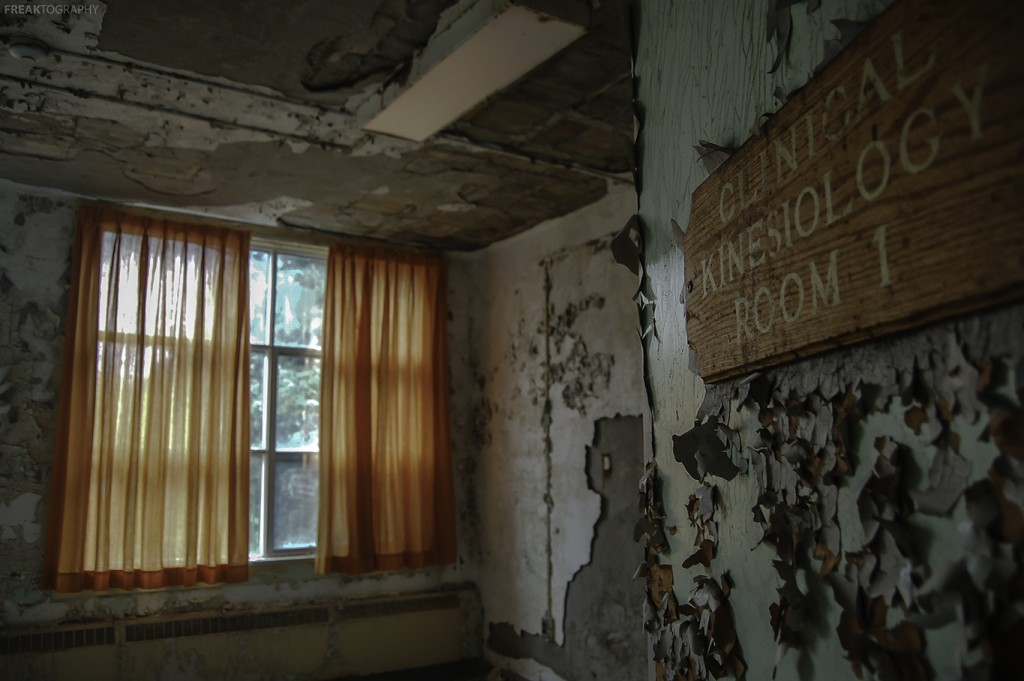 Urban Exploration Photography of abandoned hospital by Freaktography