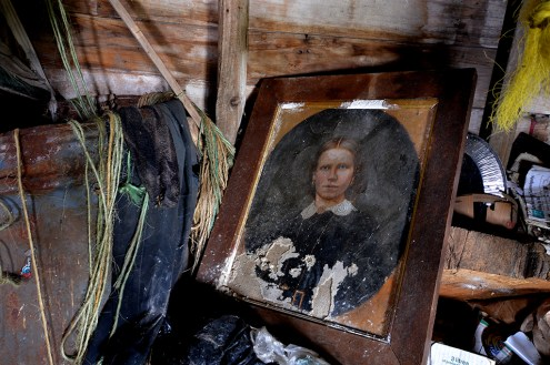 Abandoned Antique House (8)