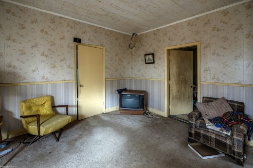 A cozy living room in an abandoned ontario house by freaktography