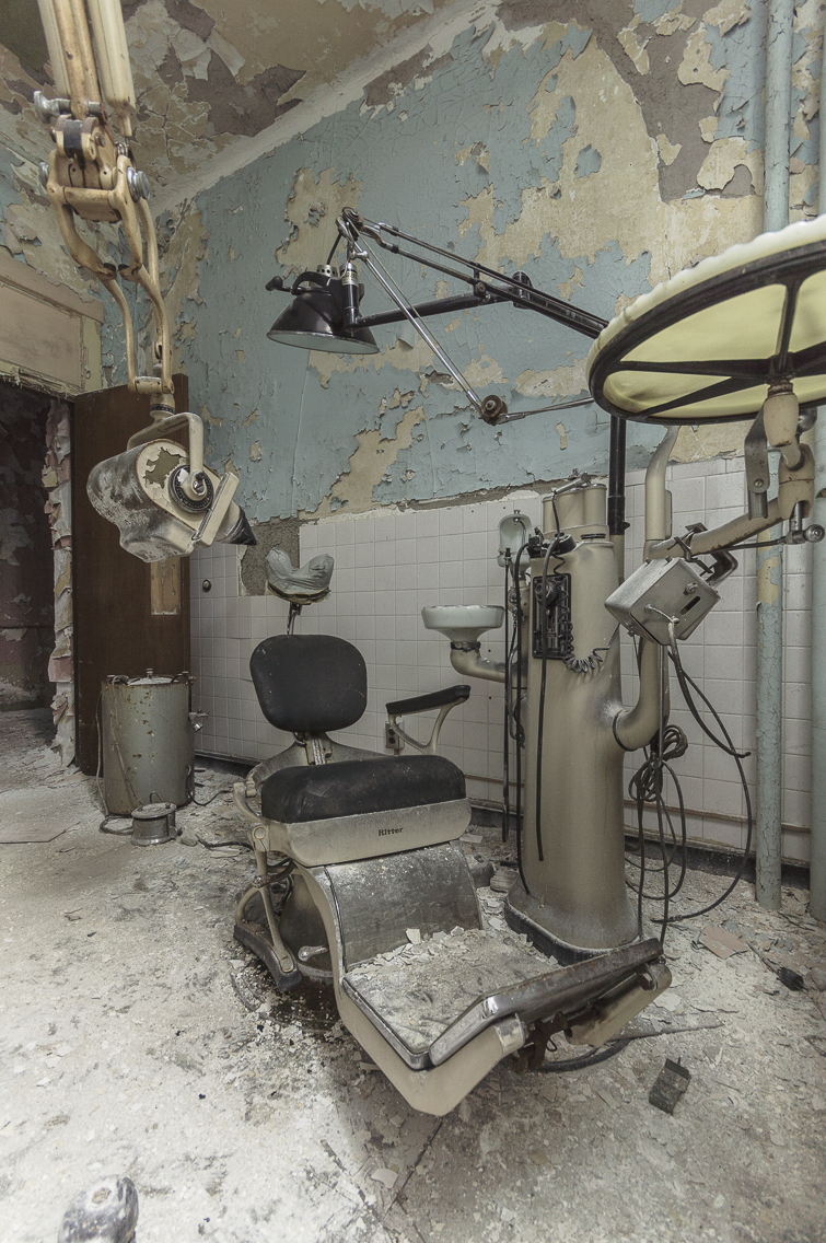 Urban exploring photo of a Creepy abandoned dentists office