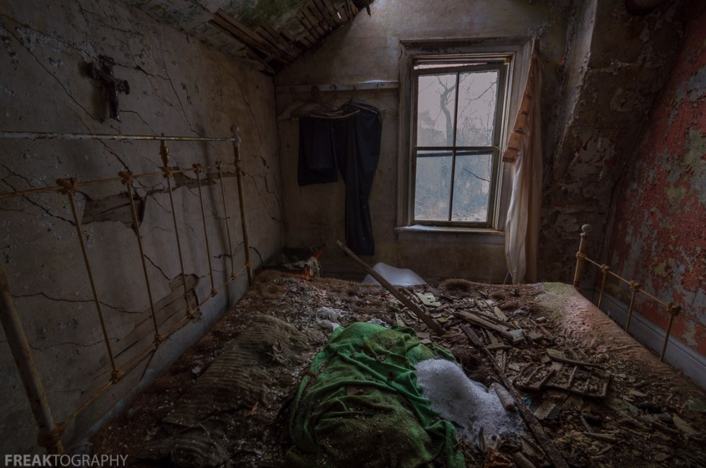 Freaktography, abandoned, abandoned photography, abandoned places, creepy, cross, crumble, decay, derelict, greenbed, haunted, haunted places, jesus, photography, urban exploration, urban exploration photography, urban explorer, urban exploring, window