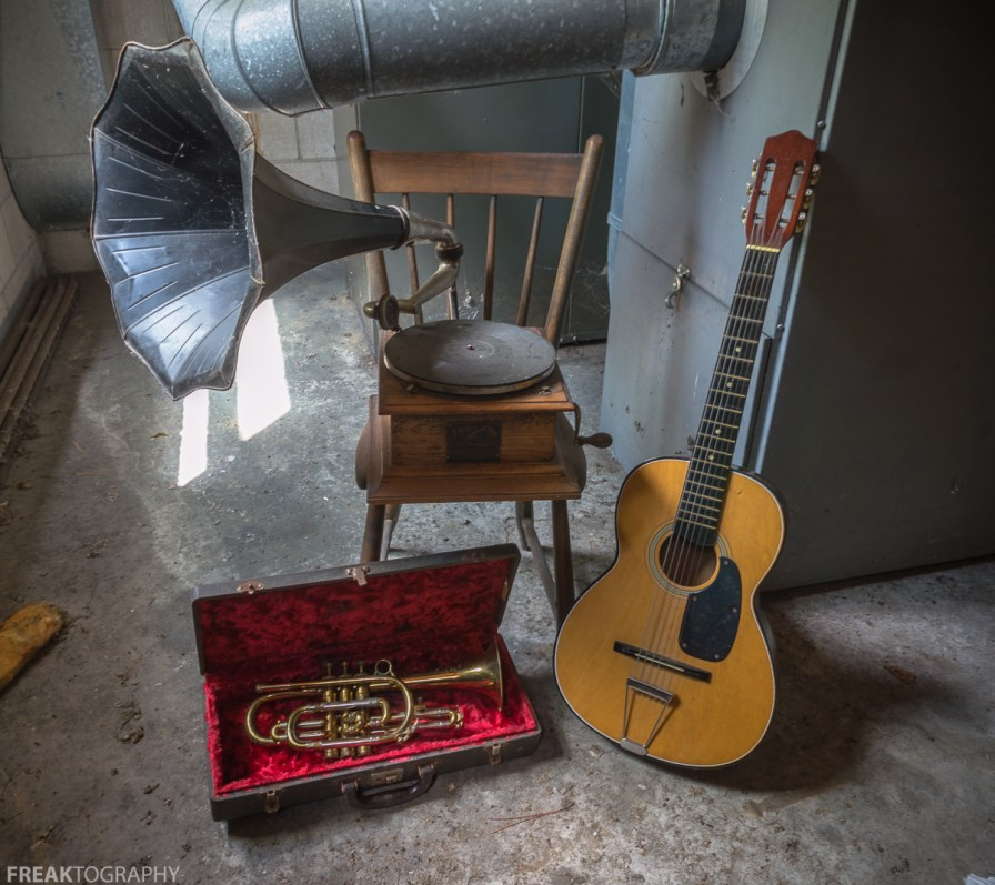 Freaktography, abandoned, abandoned cat lady house, abandoned photography, abandoned places, abandoned time capsule house, acoustic guitar, cat lady house, creepy, decay, derelict, grammophone, guitar, haunted, haunted places, instruments, music, photography, time caapsule house, trumpet, untouched abandoned house, urban exploration, urban exploration photography, urban explorer, urban exploring